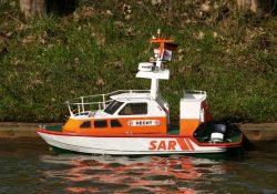 En fjernstyret båd er den perfekte gadget til at gå sommeren i møde med